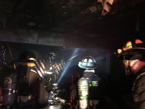 Incendio de madrugada dejó dos viviendas afectadas y 8 personas damnificadas