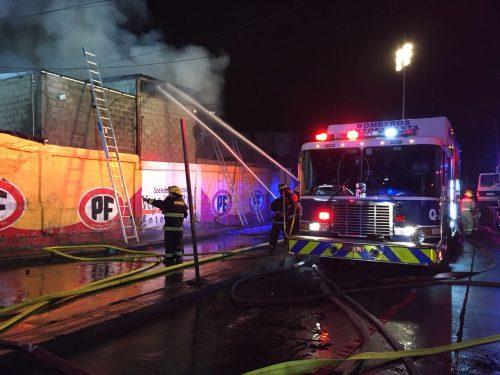 Ardua labor cumplió Bomberos de Antofagasta para controlar incendio en la Vega Central