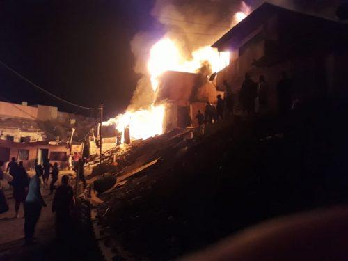 Cinco bomberos fueron agredidos por pobladores cuando combatían incendio en un campamento