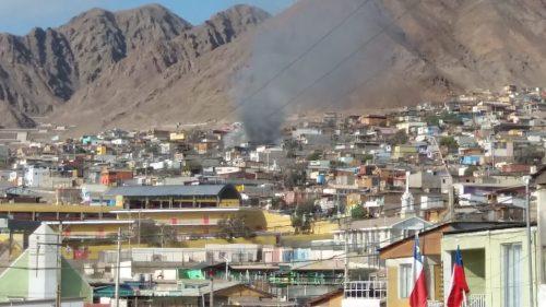 Rápida acción de Bomberos logró controlar incendio que afectó de forma parcial dos viviendas en el sector norte de Antofagasta
