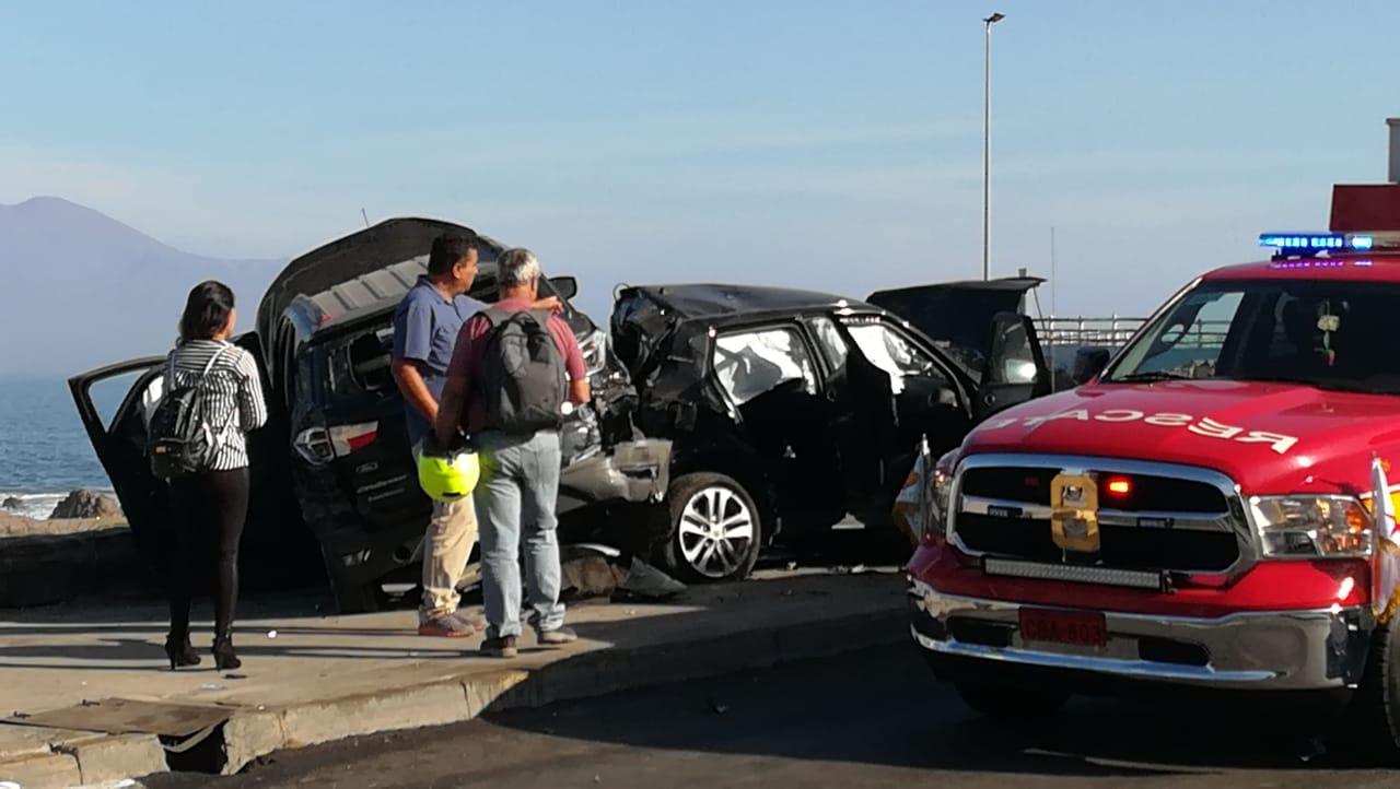 Bomberos atendió dos emergencias simultáneas por accidentes vehiculares