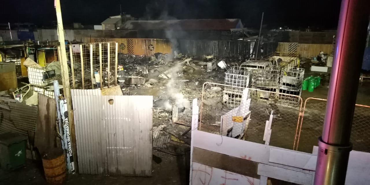 Bomberos Antofagasta concurrió a quema de basura que afectó a cuatro viviendas